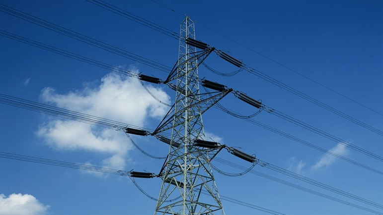 Power supply via electricity mast
